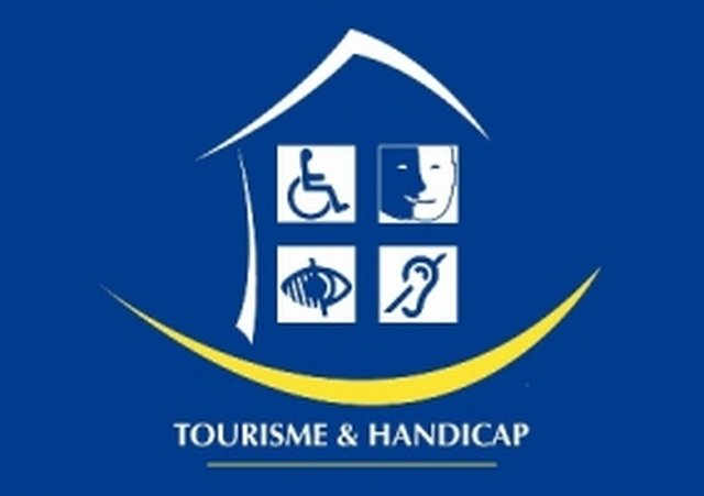 Label Tourism and Handicap