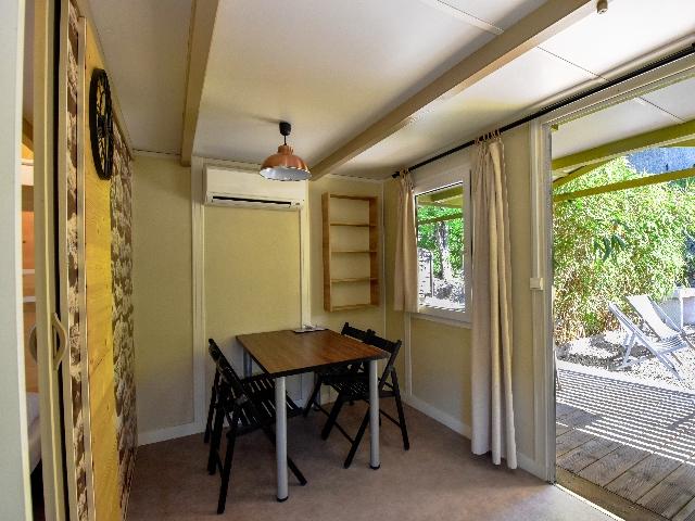 trianon simple relook 4 personnes clim r versible 20 m location 4 personnes calanques. Black Bedroom Furniture Sets. Home Design Ideas